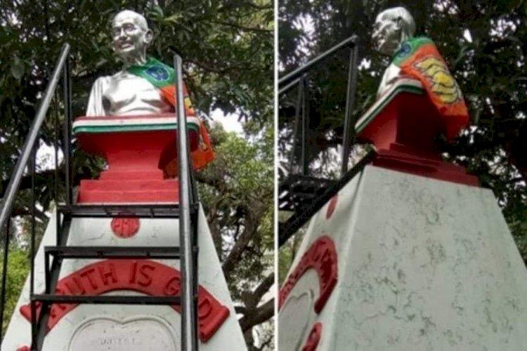 ಮಹಾತ್ಮ ಗಾಂಧೀಜಿ ಪುತ್ಥಳಿ ಮೇಲೆ ಬಿಜೆಪಿ ಬಾವುಟ:ಪ್ರತಿಭಟನೆ